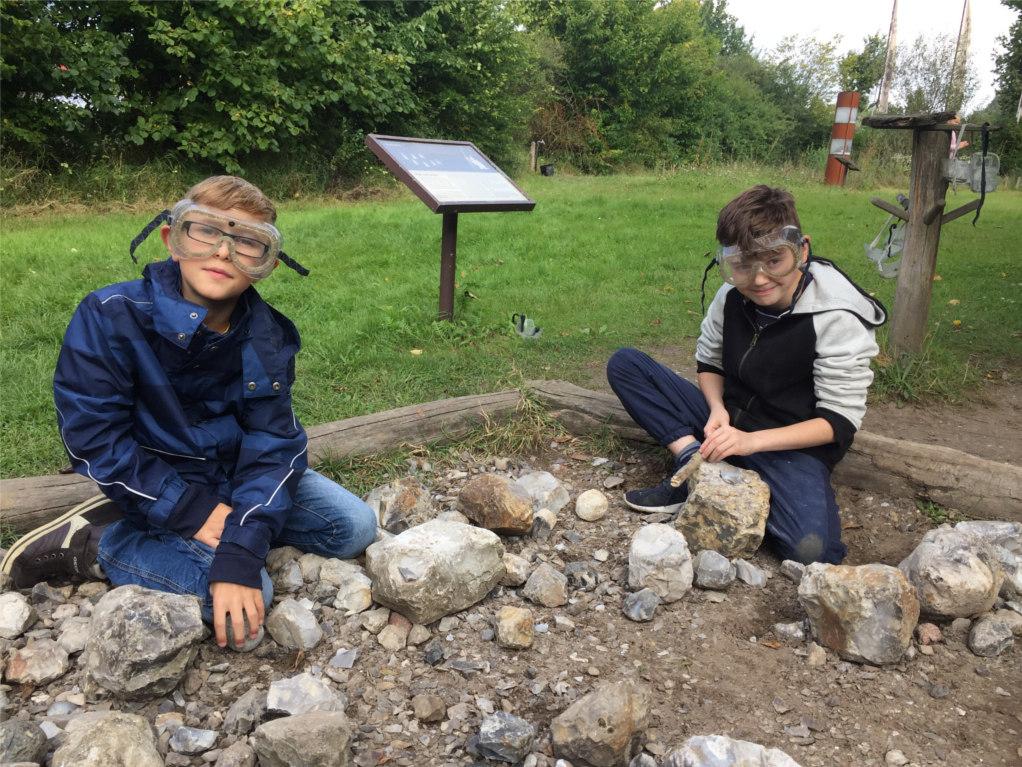 Lernen mit allen Sinnen: Schüler erleben die Bronzezeit