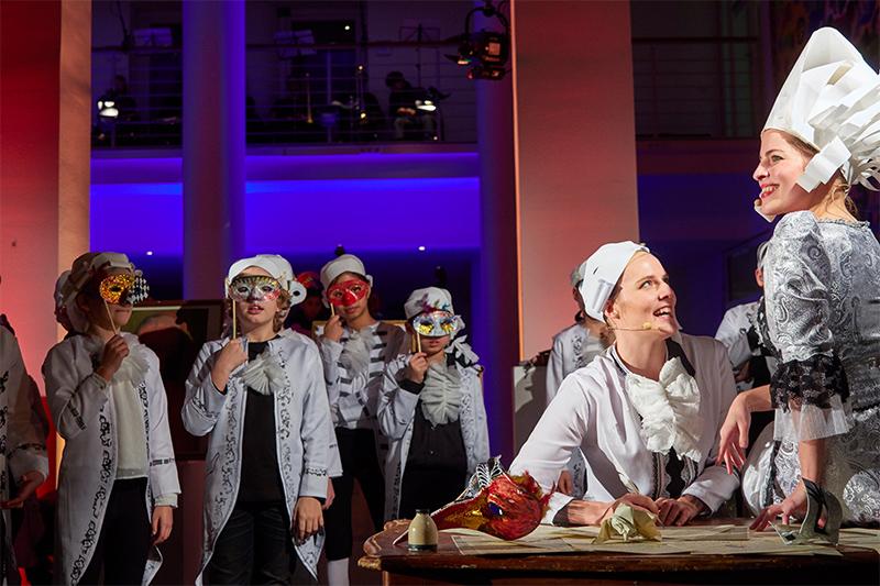 """Umjubelte Opernproduktion: 300 Schülern und Profis begeistern mit """"Alles Mozart"""""""