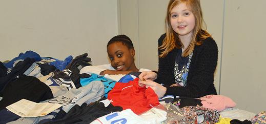 Solidaritäts-Kleidermarkt in der Katholischen Schule Altona