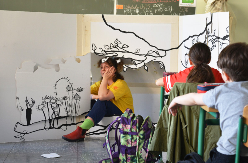 Fünftklässler erleben Theater im Klassenzimmer - Foto 1