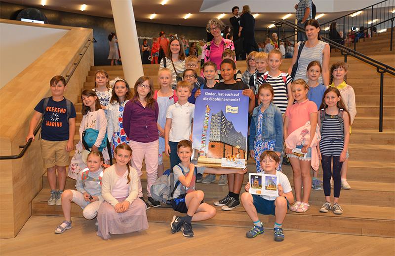 Hamburger Grundschüler lesen sich auf Elbphilharmonie - Foto 1