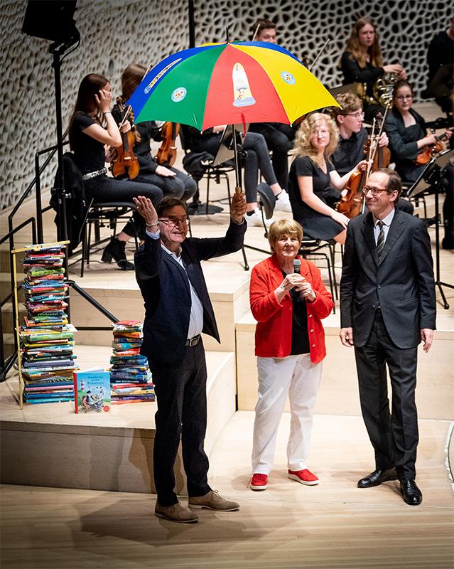 Hamburger Grundschüler lesen sich auf Elbphilharmonie - Foto 3