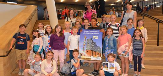 Hamburger Grundschüler lesen sich auf Elbphilharmonie