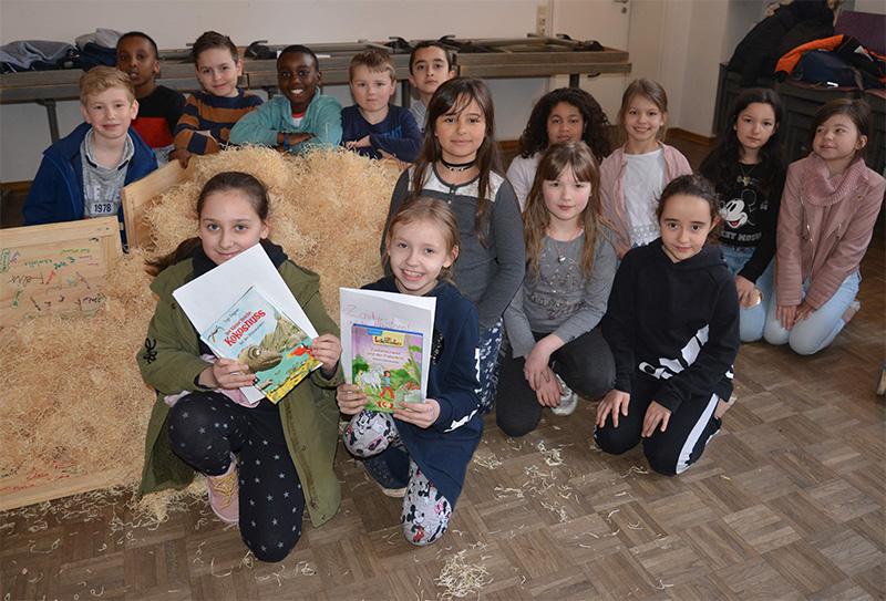Eine Seekiste voller Bücher für die Domschüler