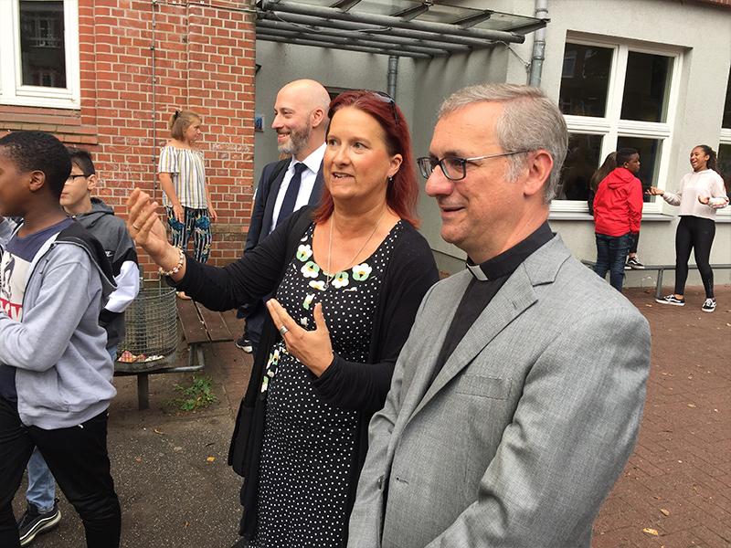 """Erzbischof Heße zu Besuch an der """"Boni"""""""
