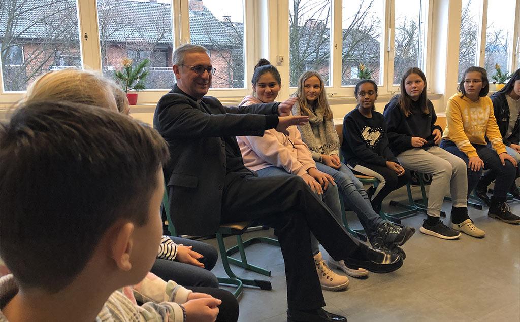 Erzbischof Stefan Heße zu Gast an der Sankt-Ansgar-Schule