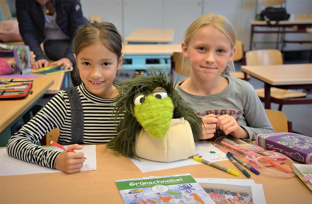 """Schulsenator Rabe zeichnet Blankeneser Schülerzeitung """"Grünschnabel"""" aus"""